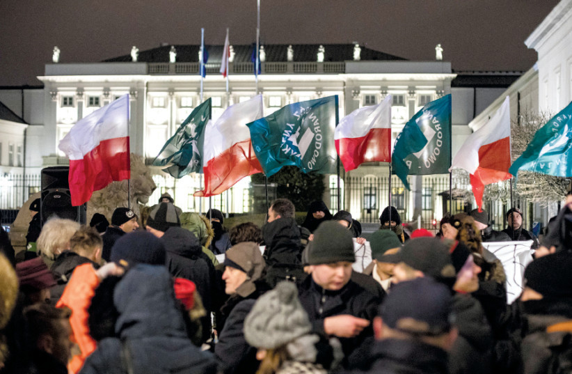 SUPPORTERS OF the Polish National Radical Camp Party gather in support of the Holocaust bill in front of the Presidential Palace in Warsaw, February 2018 (photo credit: AGENCJA GAZETA/DAWID ZUCHOWICZ VIA REUTERS)