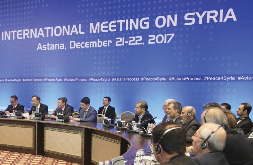 Réunion des participants à Astana, en décembre 2017, lors de pourpalers sur la paix en Syrie (photo credit: REUTERS)