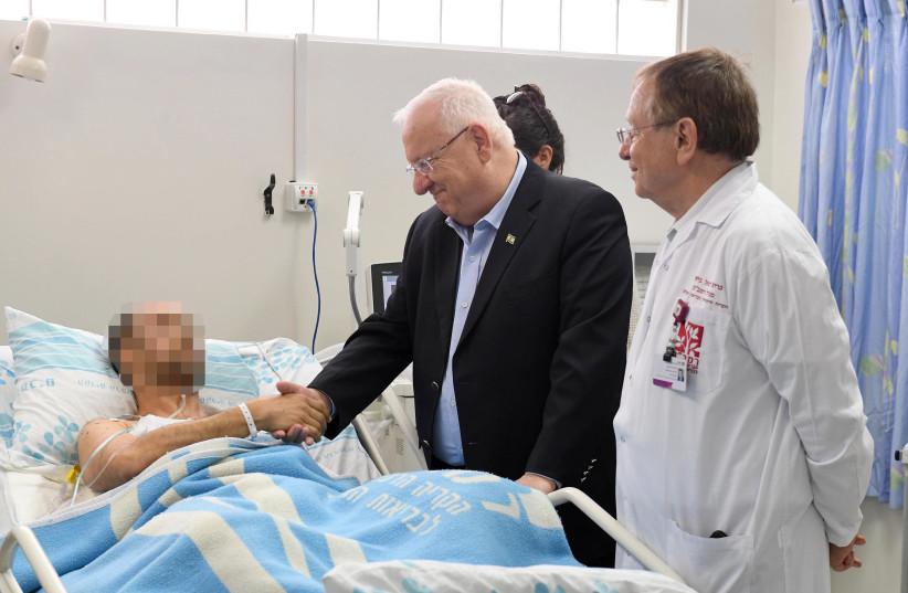 President Rivlin visting the injured pilot  (photo credit: MARK NEYMAN / GPO)