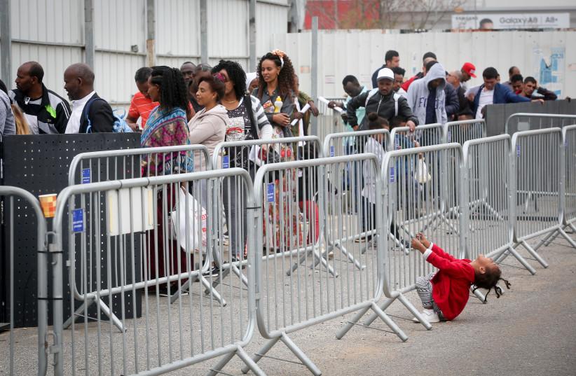 African asylum seekers wait to apply for a visa in Bnei Brak, Israel (photo credit: MARC ISRAEL SELLEM/THE JERUSALEM POST)