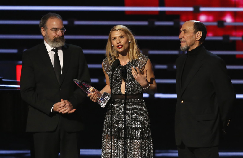 HOMELAND' STAR Claire Danes accepts the award for favorite premium cable TV show with co-stars Mandy Patinkin (left) and F. Murray Abraham at the People's Choice Awards 2016 in Los Angeles (photo credit: REUTERS/MARIO ANZUONI)