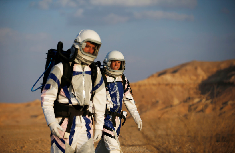 Israeli scientists participate in an experiment simulating a mission to Mars, at the D-MARS Desert Mars Analog Ramon Station project of Israel's Space Agency, Ministry of Science, near Mitzpe Ramon, Israel (photo credit: RONEN ZVULUN / REUTERS)