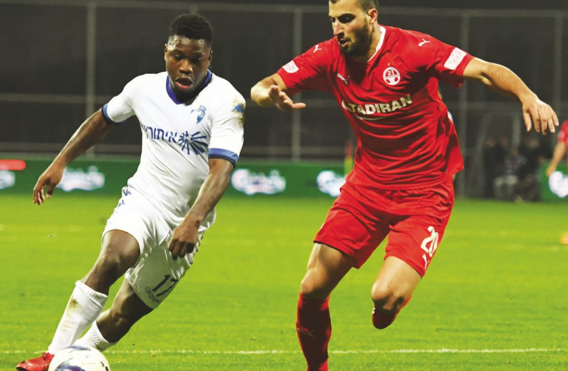 Ironi Kiryat Shmona's Dutch striker Nigel Hasselbaink (left) terrorized Loai Taha (right) and Hapoel Beersheba once again last night, netting the only goal of the match to secure his team's upset triumph in the quarterfinals of the State Cup (photo credit: ANCHO GOSH)