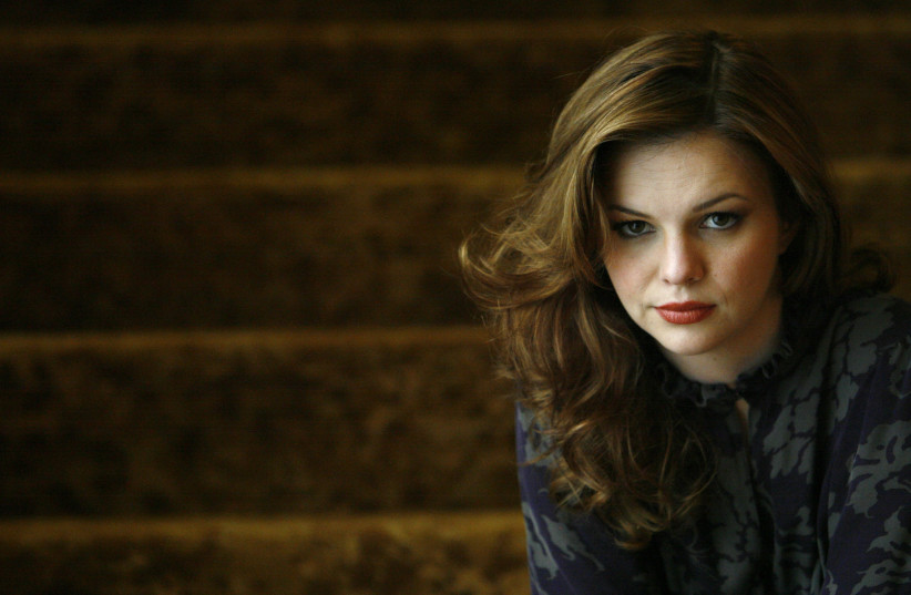 "Actress Amber Tamblyn, star of the movie ""Stephanie Daley"", poses for pictures in Beverly Hills, California April 19, 2007. (photo credit: MARIO ANZUONI/REUTERS)"