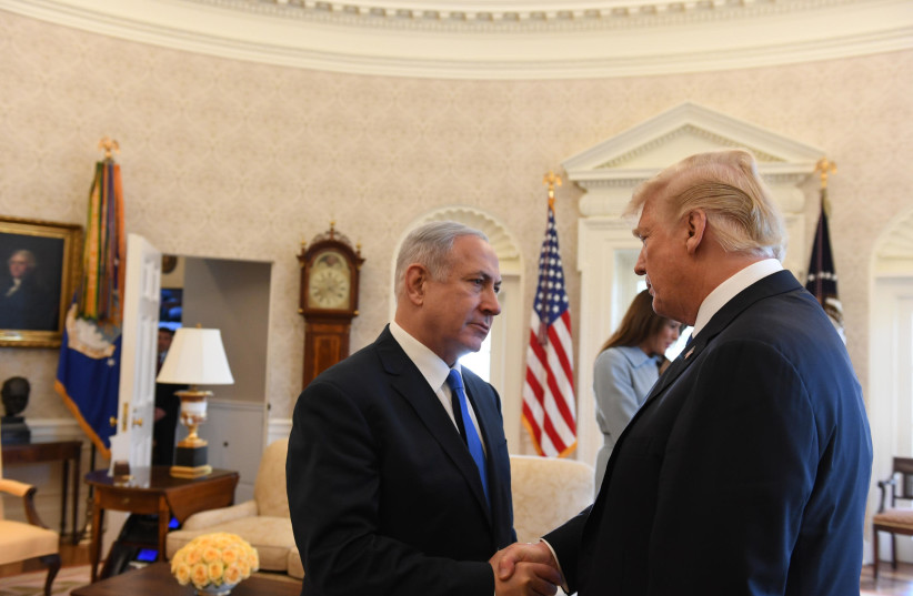 Prime Minister Benjamin Netanyahu shaking hands with US President Donald Trump at the Oval Office  (photo credit: HAIM ZACH/GPO)