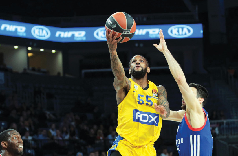 Maccabi Tel Aviv guard Pierre Jackson (55) scored a team-high 18 points in the 94-81 victory over Efes Istanbul in Euroleague action in Turkey (photo credit: UDI ZITIAT)