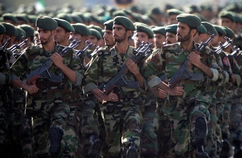 Members of Iran's Revolutionary Guards march during a military parade to commemorate the 1980-88 Iran-Iraq war in Tehran September 22, 2007 (photo credit: REUTERS/MORTEZA NIKOUBAZL)