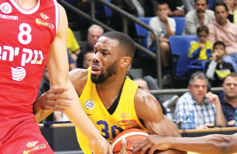 Maccabi Tel Aviv guard Norris Cole scored a team-high 22 points in last night's 77-74 comeback victory over Hapoel Jerusalem in BSL action at Yad Eliyahu Arena (photo credit: ADI AVISHAI)