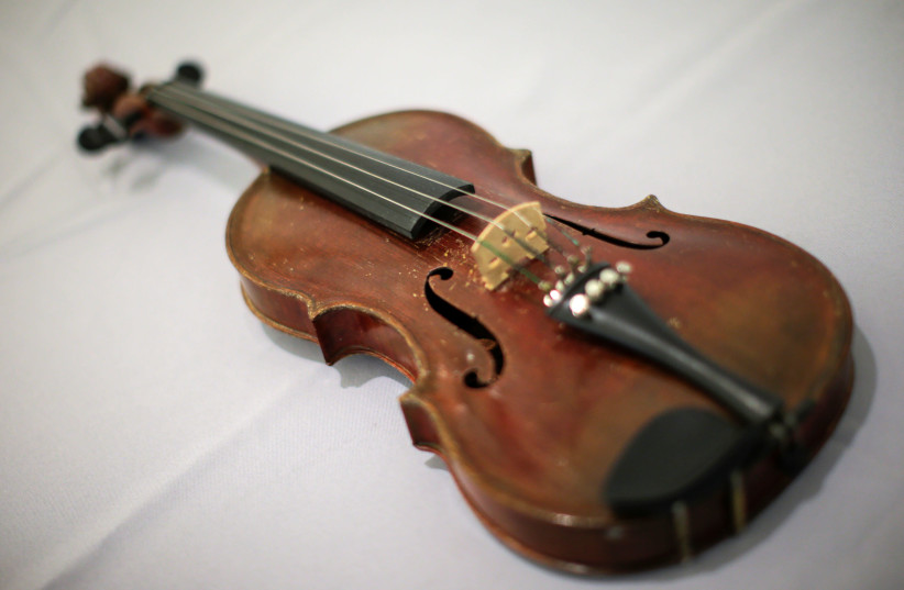 Albert Einstein's violin is displayed at Bonhams auction house in New York, US, March 6, 2018 (photo credit: EDUARDO MUNOZ / REUTERS)
