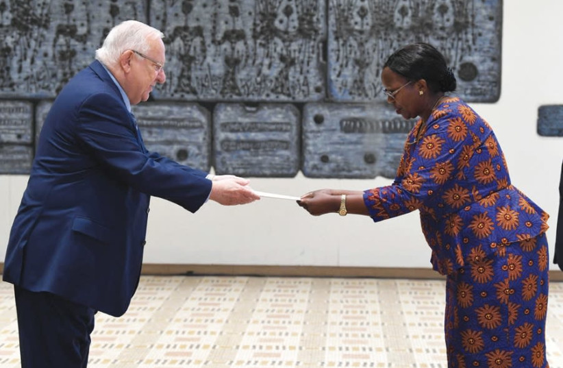 Non-resident Ambassador of Malawi Agrina Mussa presents his credentials to President Reuven Rivlin (photo credit: MARK NEYMAN/GPO)