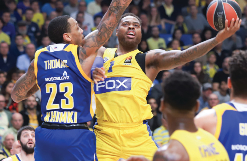 Maccabi Tel Aviv forward Deshaun Thomas (center) scored 16 points last night, but it wasn't enough to avoid a 94-91 defeat to Malcolm Thomas and Khimki Moscow at Yad Eliyahu Arena. (photo credit: DANNY MARON)