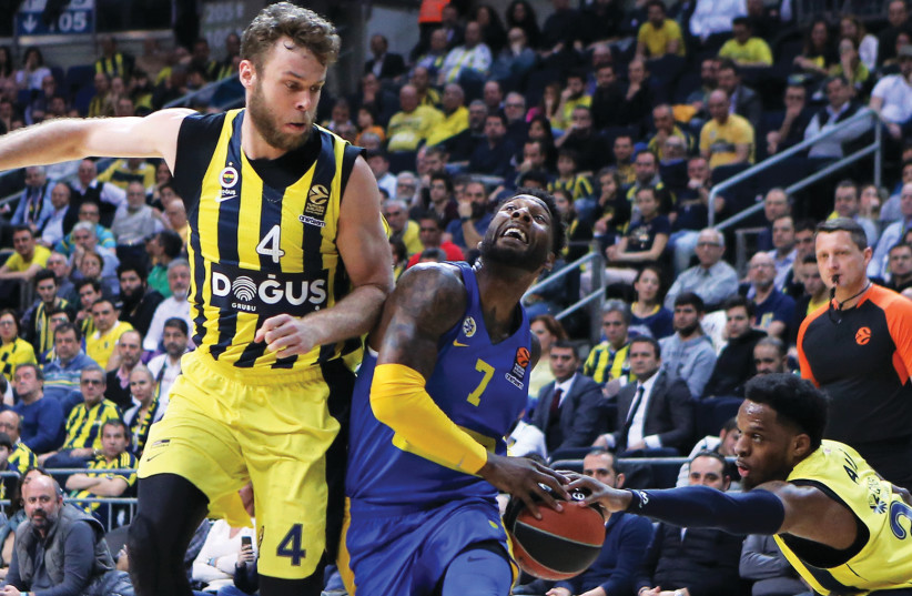 Maccab i Tel Aviv forward DeAndre Kane (7) is stripped of the ball by Fenerbahce's Muhammed Ali (right) during last night's 87-73 Euroleague loss by the yellow-andblue in Istanbul. (photo credit: GOKHAN KILINCER)