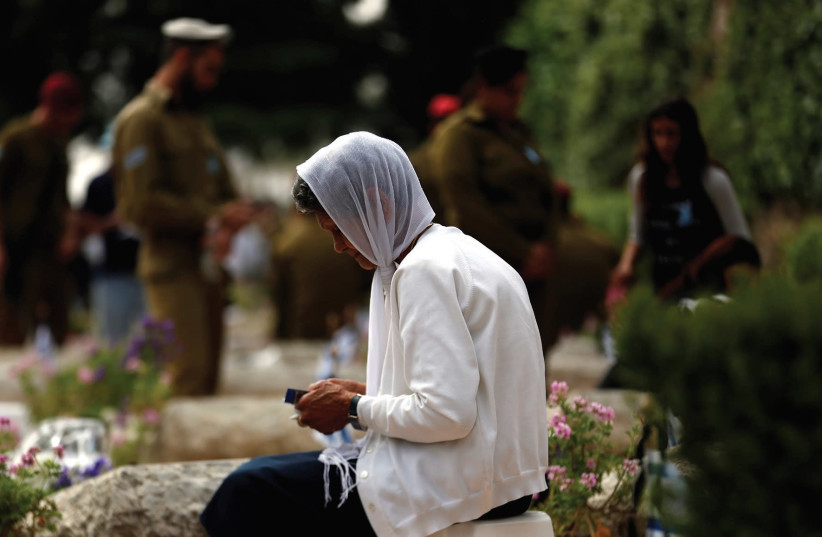 A woman mourns on Mount Herzl on Yom HaZikaron (photo credit: REUTERS)