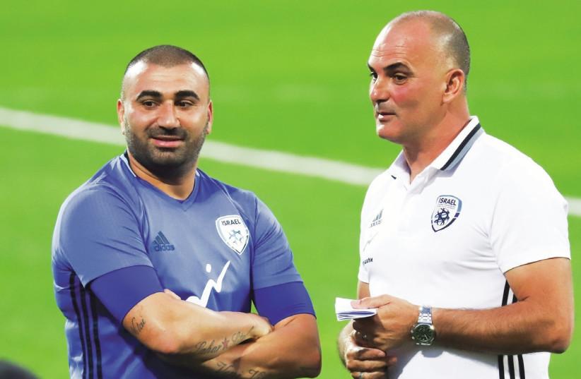 Interim coach Alon Hazan (right) and midfielder Eran Levy (left) (photo credit: DANNY MARON)