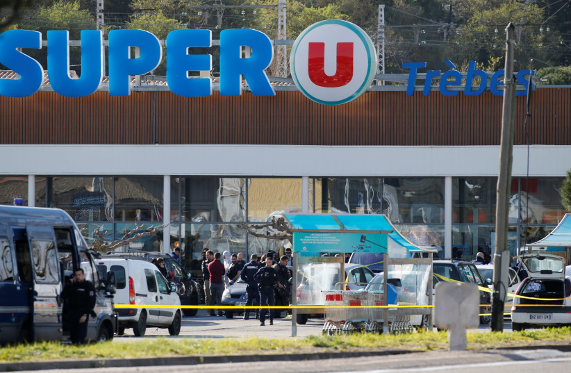 A general view shows gendarmes and police officers at a supermarket after a hostage situation in Trebes, France, March 23, 2018 (photo credit: REUTERS/REGIS DUVIGNAU)