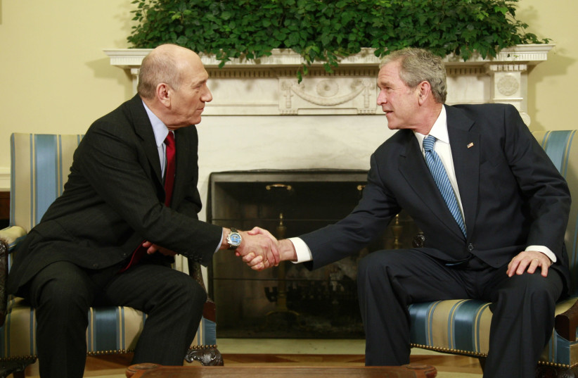 Former president George W. Bush and former prime minister Ehud Olmert meet at the White House, 2008 (photo credit: JASON REED/REUTERS)