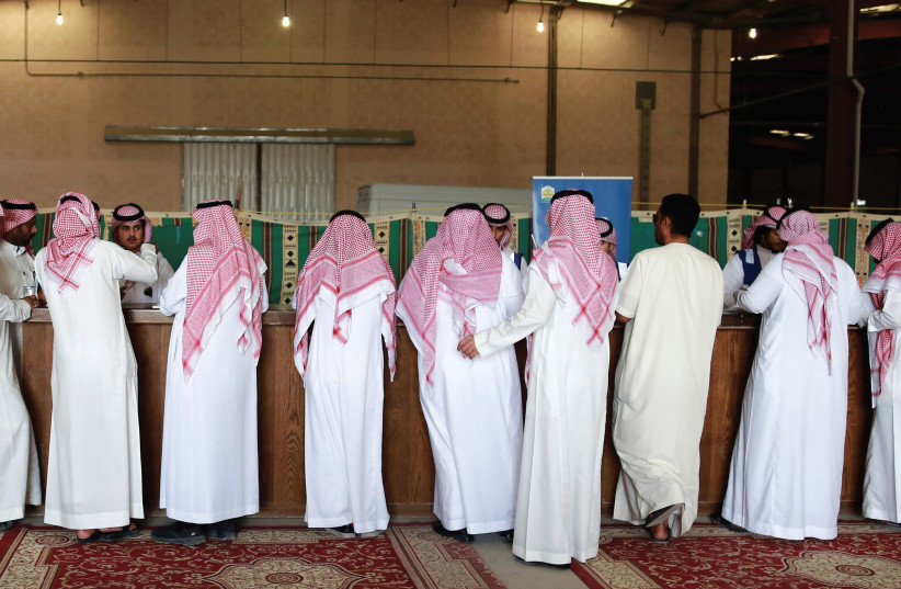 Saudi Arabian men gather for a vehicle auction. Maybe they will recognize Israel soon? (photo credit: REUTERS)