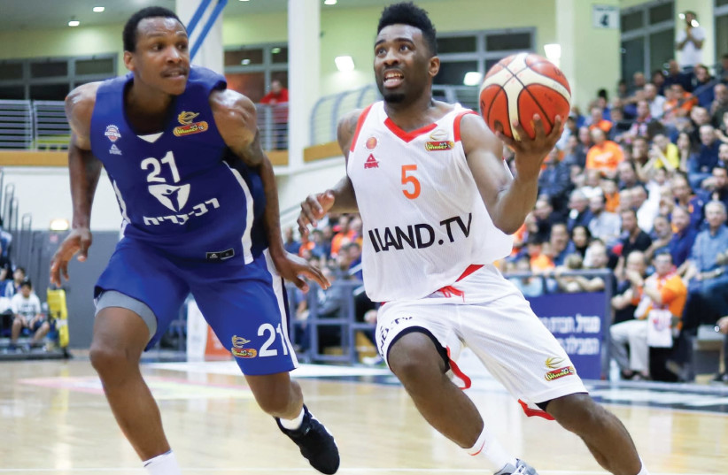 Maccabi Rishon Lezion guard Keith Langford (right) scored 20 points in his debut for the team last night, a 97-91 win over Bnei Herzliya in BSL action (photo credit: DANNY MARON)