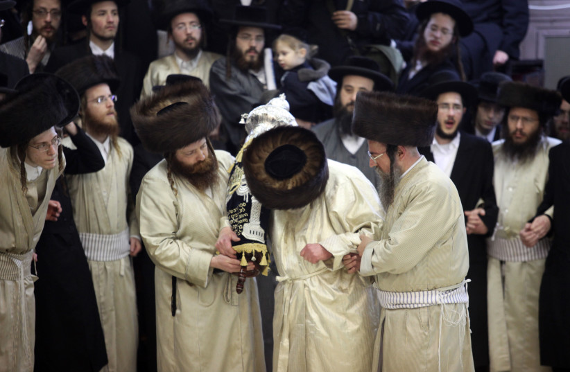 Rabbis dedicate a new torah scroll (photo credit: MARC ISRAEL SELLEM/THE JERUSALEM POST)