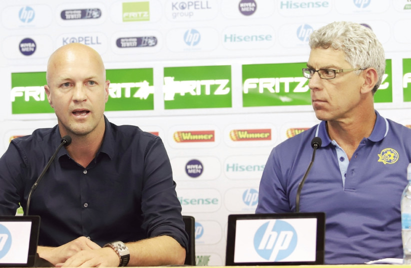Maccabi Tel Aviv coach Jordi Cruyff (left) will leave the yellow-and-blue at the end of the season, making the announcement in a press conference with owner Mitch Goldhar (right) (photo credit: DANNY MARON)
