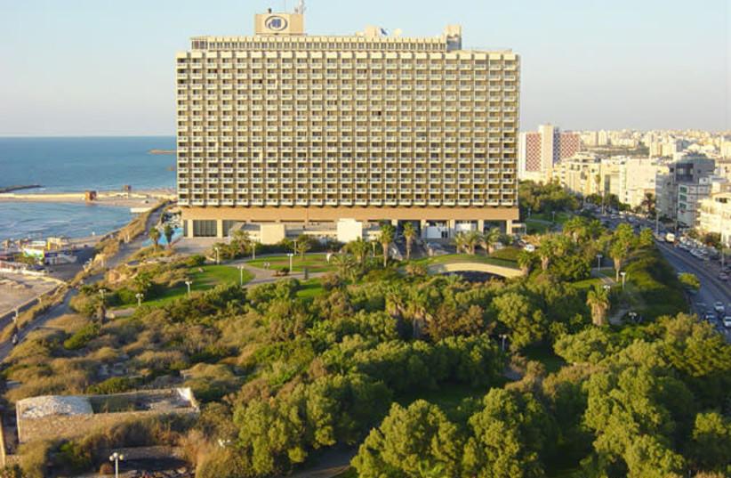 The Tel Aviv Hilton (photo credit: CCCC3333 VIA WIKIMEDIA COMMONS)