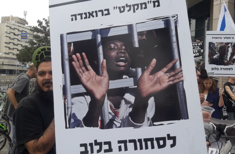 Crowds protest cancelling the UNHCR migrants deal outside the Ministry of Interior in Tel Aviv, April 3, 2018. (photo credit: TAMARA ZIEVE)
