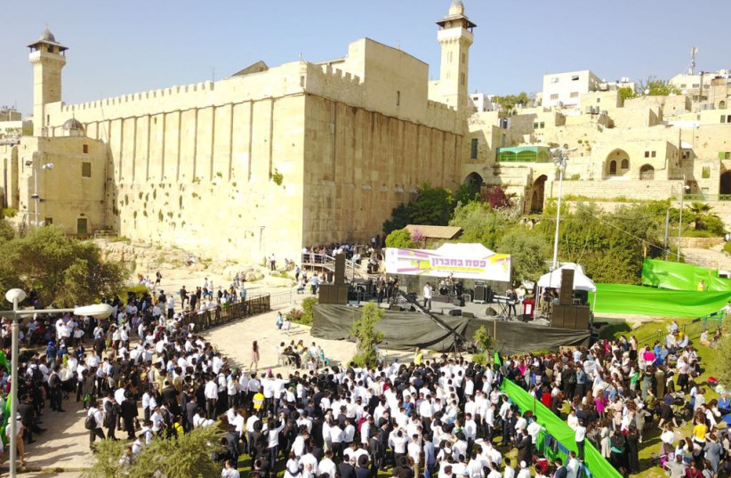 Jews at the Tomb of the Patriarchs in Hebron over the Passover holiday (photo credit: IDF SPOKESPERSON'S UNIT)