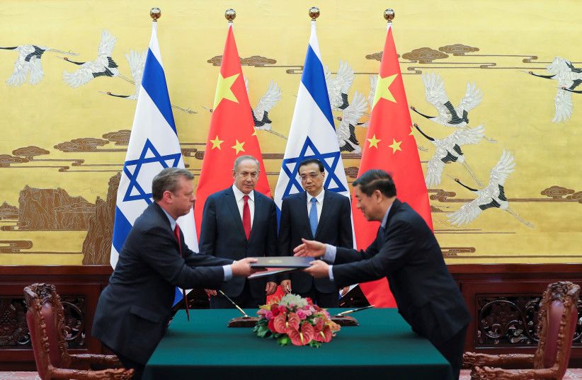 Chinese Premier Li Keqiang with Israel Prime Minister Benjamin Netanyahu attend a signing ceremony at the Great Hall of the People in Beijing, China March 20, 2017. (photo credit: REUTERS/LINTAO ZHANG/POOL)