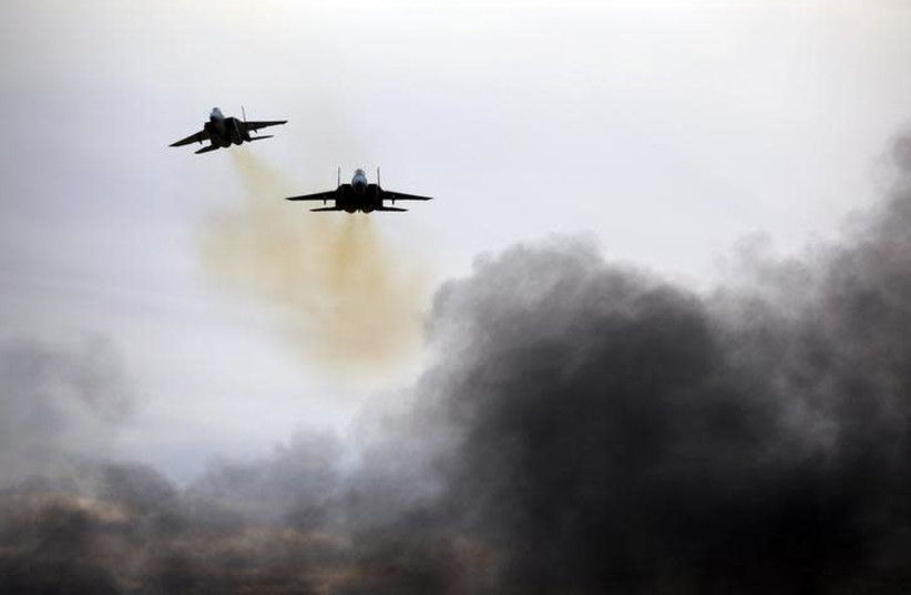 Israeli Air Force F15 planes fly during an aerial demonstration at a graduation ceremony for Israeli air force pilots at the Hatzerim air base in southern Israel, December 27, 2017. (photo credit: AMIR COHEN/REUTERS)