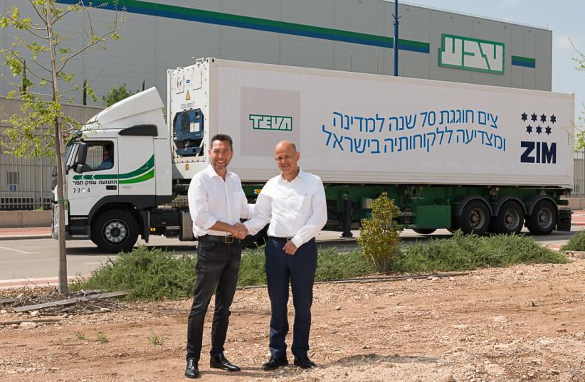 ZIM CEO Eli Glickman, to Teva Israel CEO Avinoam Sapir (photo credit: AVRAHAM SHOHAM)
