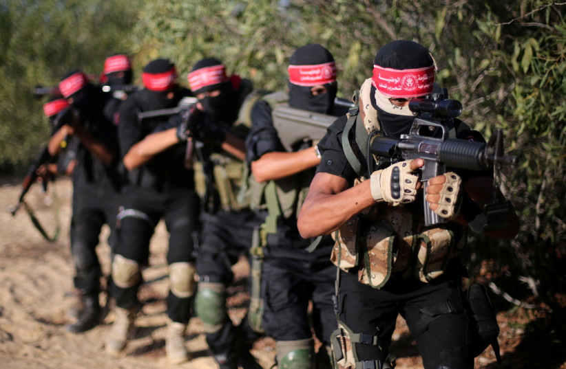 Palestinian militants of the National Resistance brigades, the armed wing of the Democratic Front for the Liberation of Palestine (DFLP), demonstrate their skills during a graduation ceremony in Rafah in the southern Gaza Strip October 28, 2016. (photo credit: IBRAHEEM ABU MUSTAFA / REUTERS)