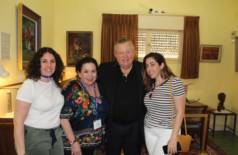 Alon Ben-Gurion poses with Sheryl Buchholtz and her daughters Jessica (left) and Melissa (right) (photo credit: Courtesy)