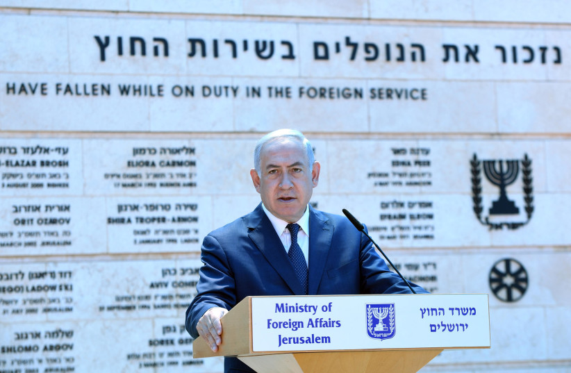 Benjamin Netanyahu at a Foreign Ministry ceremony for fallen soldiers, April 2018 (photo credit: CHAIM TZACH/GPO)