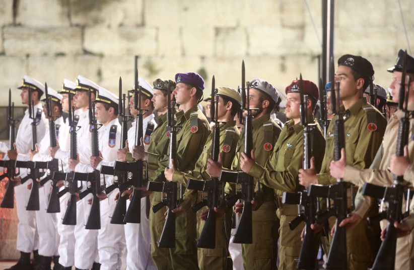 IDF soldiers participate in an official Remembrance Day ceremony at the Western Wall, April 17, 2018 (photo credit: MARC ISRAEL SELLEM)