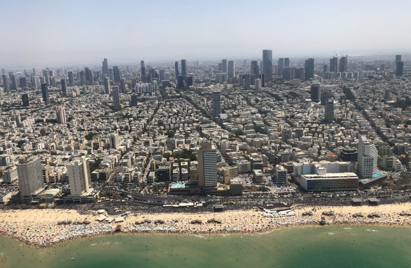 An aerial shot of Tel Aviv during Israel's annual Independence Day airshow, April 19, 2018 (photo credit: ANNA AHRONHEIM)