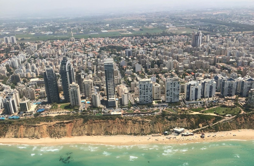 An aerial shot of Netanya during Israel's annual Independence Day airshow, April 19, 2018 (photo credit: ANNA AHRONHEIM)