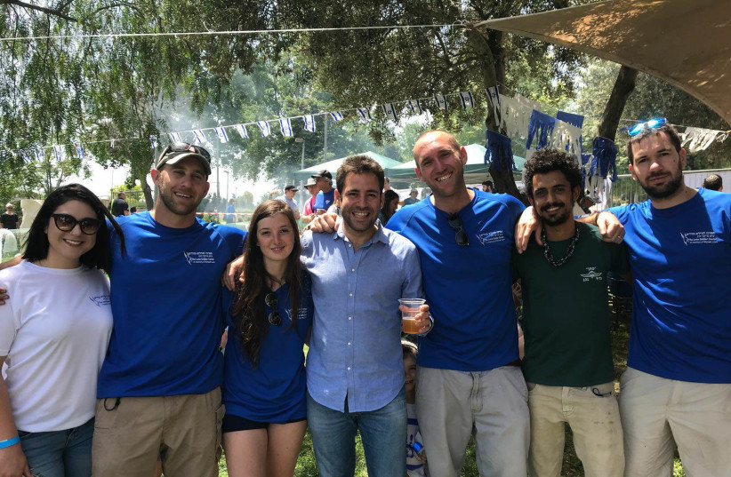 Lone soldiers and friends celebrate Independence Day at Gan Sacher in Jerusalem at an event hosted by the Lone Solider Center in Memory of Michael Levine (photo credit: Courtesy)