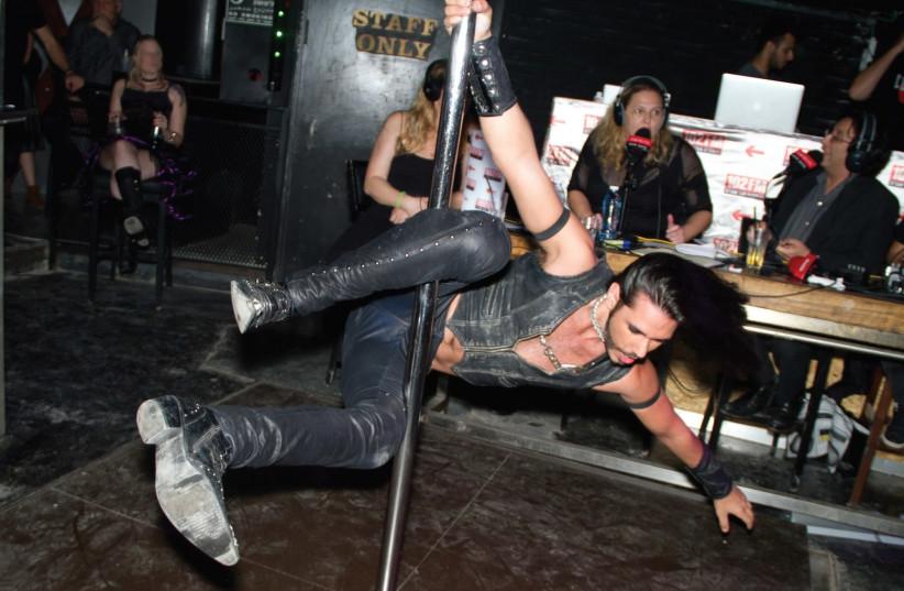 Dirty gay orgy