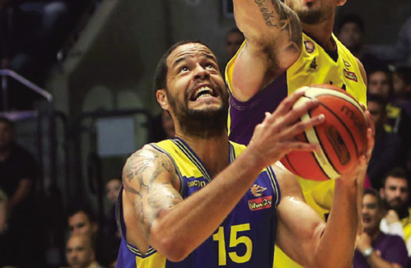 Maccabi Ashdod forward Gerald Lee (photo credit: UDI ZITIAT)