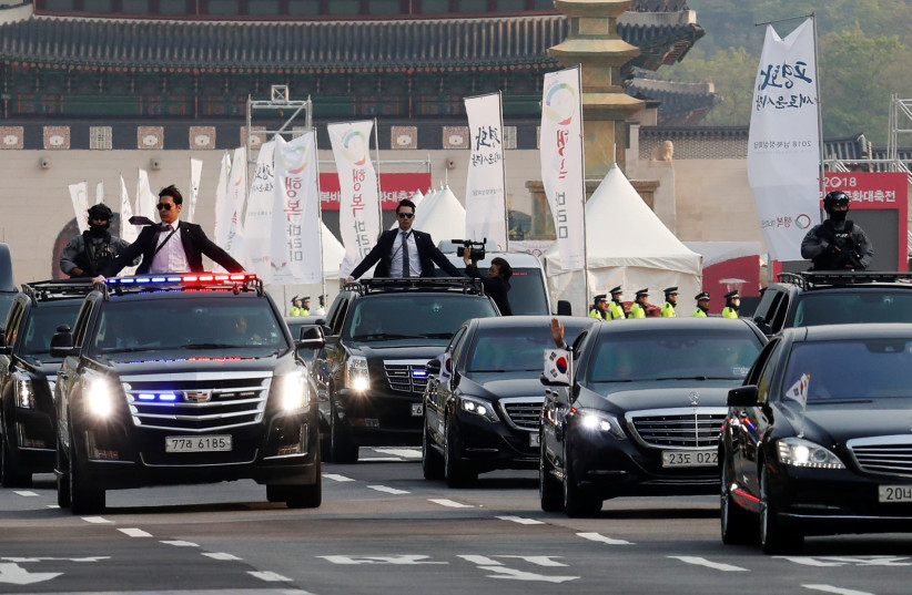 A convoy transporting South Korean President Moon Jae-in leaves the Presidential Blue House for the inter-Korean summit in Seoul, South Korea, April 27, 2018. (photo credit: REUTERS/JORGE SILVA)