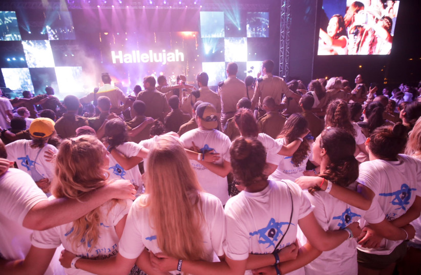 Jewish youth from around the world take part in Birthright Israel's Mega Event (photo credit: EREZ OZIR)