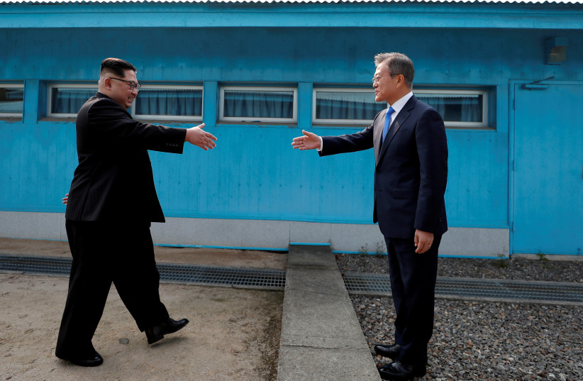 South Korean President Moon Jae-in and North Korean leader Kim Jong Un shake hands at the truce village of Panmunjom inside the demilitarized zone separating the two Koreas, April 27, 2018  (photo credit: KOREA SUMMIT PRESS POOL)