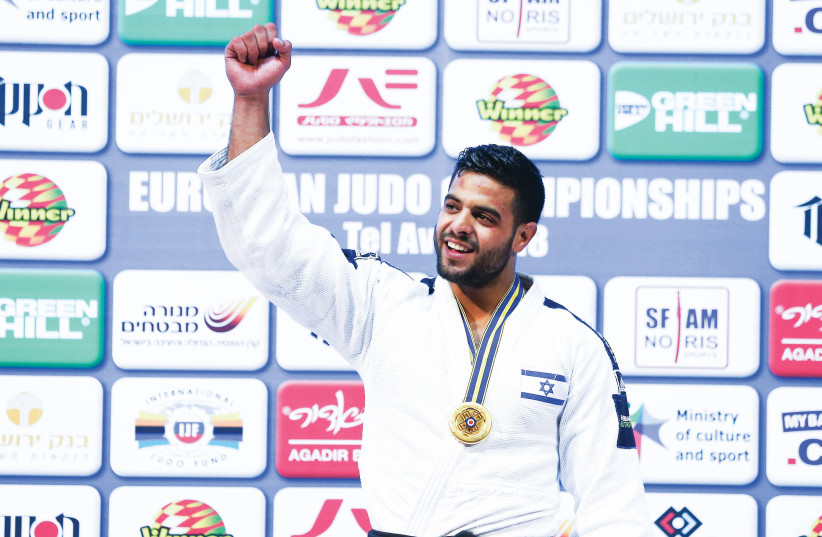 Israeli judoka Sagi Muki celebrates with his gold medal after winning the under-81kg event at the European Judo Championships in Tel Aviv (photo credit: DANNY MARON)