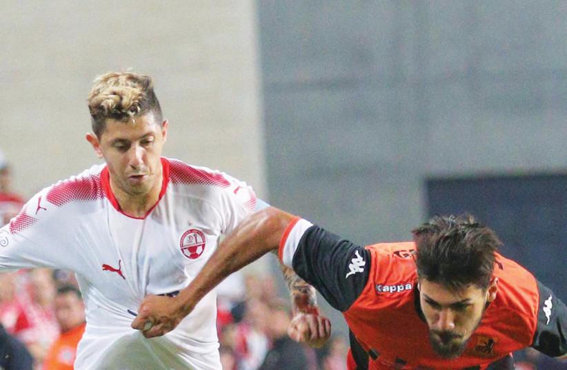 Hapoel Beersheba midfielder Maor Melikson (left) and Bnei Yehuda defender Ayid Habshi (right) (photo credit: ADI AVISHAI)