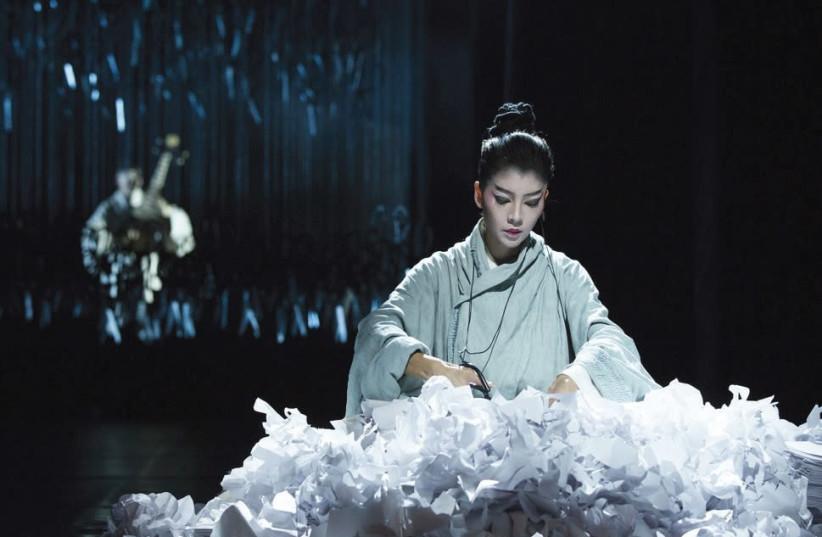 'UNDER SIEGE' choreographed by Yang Liping (photo credit: LI YI JIAN)