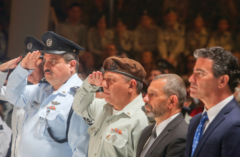 Police chief Roni Alsheikh and IDF Chief of Staff Lt.-Gen. Gadi Eizenkot salute at a Remembrance Day ceremony for Israel's Fallen (photo credit: MARC ISRAEL SELLEM)