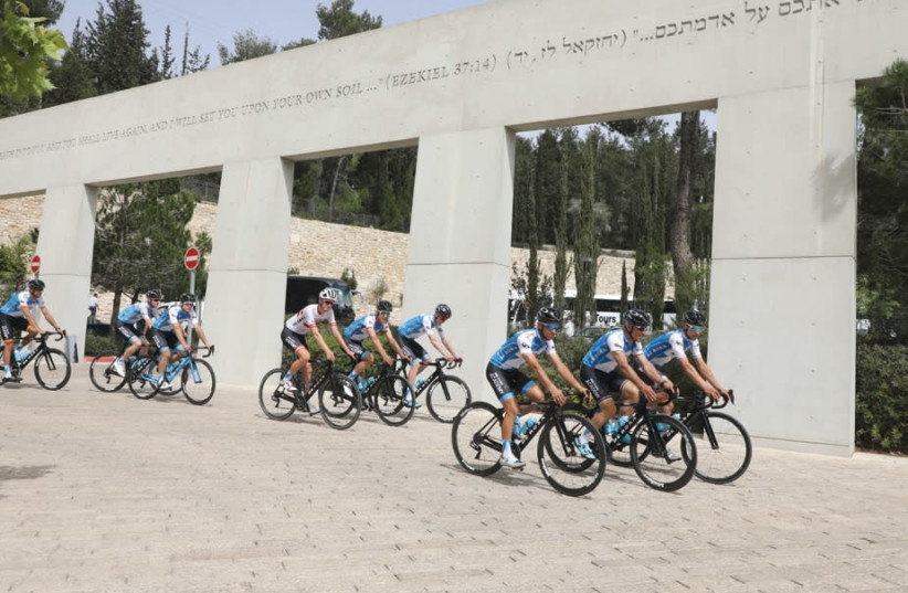 GIRO D'ITALIA cyclists at the entrance to Yad Vashem. (photo credit: COURTESY YAD VASHEM)