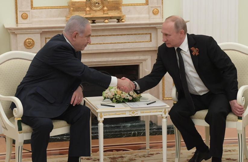 Prime Minister Benjamin Netanyahu shaking hands with Russian Preisdent Vladimir Putin  (photo credit: AMOS BEN GERSHOM, GPO)