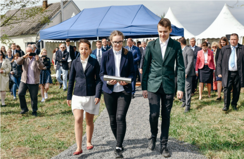 Lithuanian students to lay the memorial capsule into the foundation of The Lost Shtetl Museum (photo credit: SEDUVA JEWISH MEMORIAL FUND)