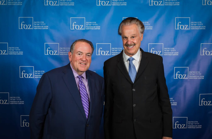 Mike Huckabee (L) and Mike Evans (R) (photo credit: COURTESY FRIENDS OF ZION)
